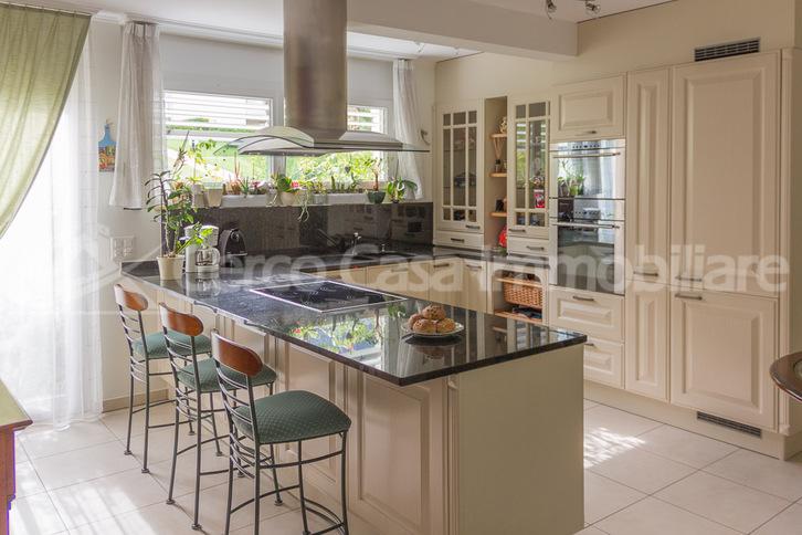 Einfamilien-Haus mit großem Garten 6963 Pregassona Kanton:ti Immobilien 2