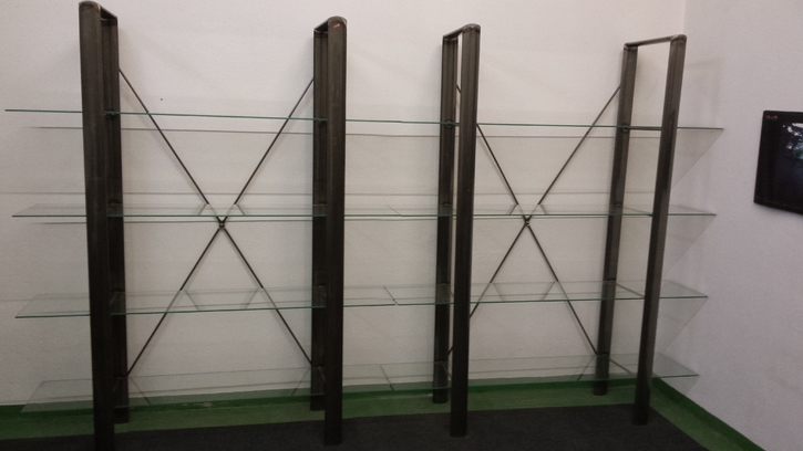 2 Regale Stahl lackiert mit je 4 Glasplatten Haushalt