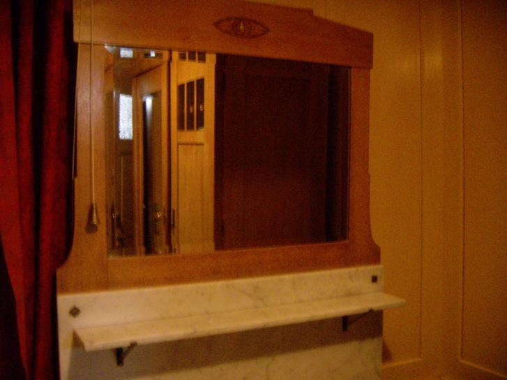 Kommode mit Spiegelaufsatz Antiquitaeten 2