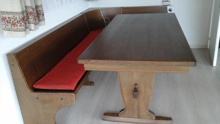 eckbank tisch und stabellen Antiquitaeten