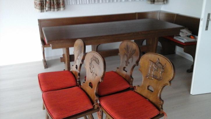 eckbank tisch und stabellen Antiquitaeten 3