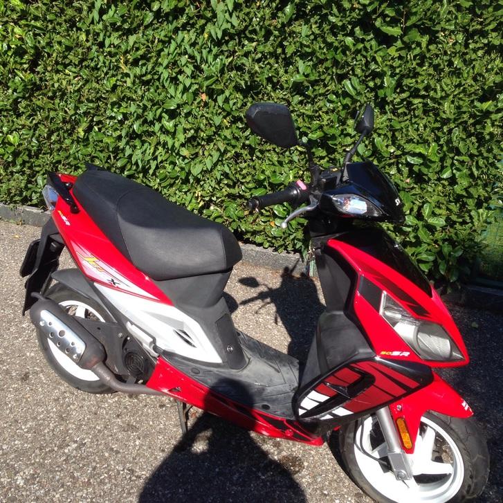 Vero affare vendo bellissimo scooter sym 50 usato pocchissimo tenuto bene e perfettamente funzionante in ottime condizioni fr 700  Fahrzeuge