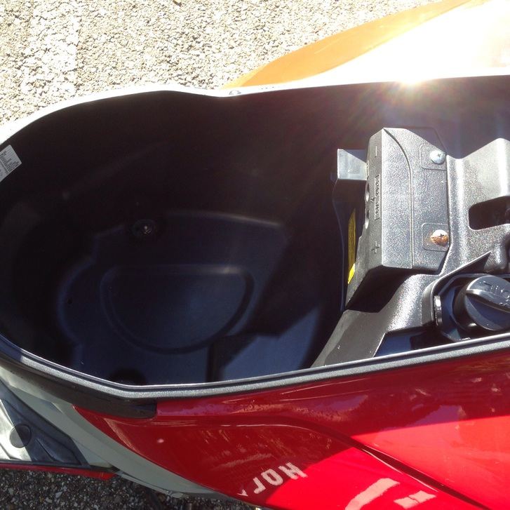 Vero affare vendo bellissimo scooter sym 50 usato pocchissimo tenuto bene e perfettamente funzionante in ottime condizioni fr 700  Fahrzeuge 2