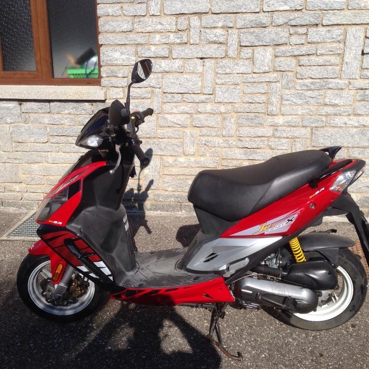 Vero affare vendo bellissimo scooter sym 50 usato pocchissimo tenuto bene e perfettamente funzionante in ottime condizioni fr 700  Fahrzeuge 3
