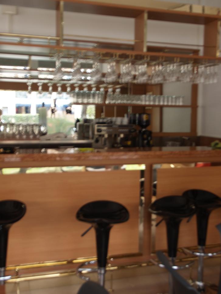 Lugano, affittasi bar completamente arredato Stellen & Kurse
