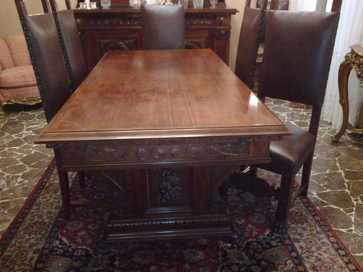 tavolo e 6 sedie in pelle Antiquitaeten