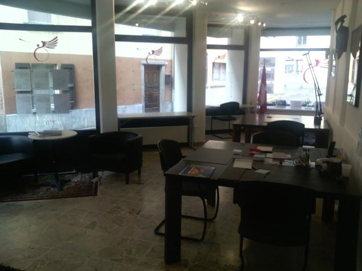 A Roveredo (Canton Grigioni), offresi in locazione postazioni di lavoro e domiciliazioni societarie. Büro & Gewerbe 2