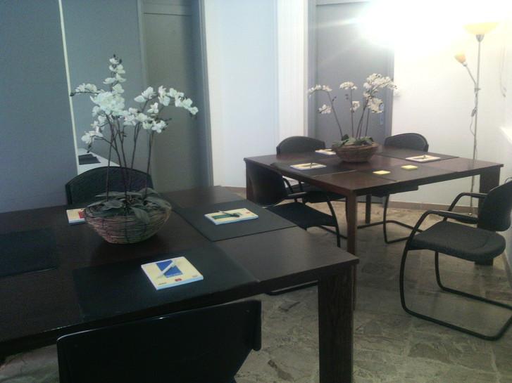 A Roveredo (Canton Grigioni), offresi in locazione postazioni di lavoro e domiciliazioni societarie. Büro & Gewerbe 3