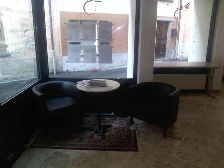 A Roveredo (Canton Grigioni), offresi in locazione postazioni di lavoro e domiciliazioni societarie. Büro & Gewerbe 4