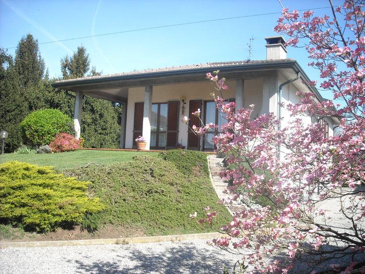 Villa recente con ampio terreno edificabile Immobilien