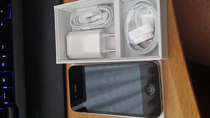 Vendo Iphone 4 8gb Telefon & Navigation 3