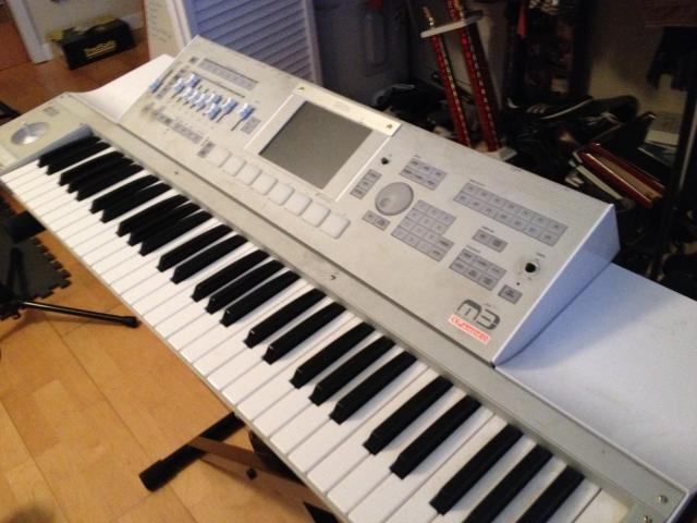 FOR SALE: Yamaha Tyros 5 Workstation Keyboard Musik 2