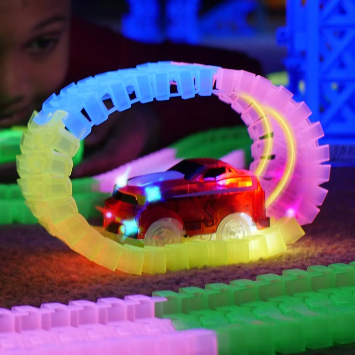 Magic Tracks RC Race Set Mega Ferngesteuertes Spielzeug Glow Auto leuchtet im Dunkeln biegbare Rennstrecke Spielzeug Spielzeuge & Basteln 3