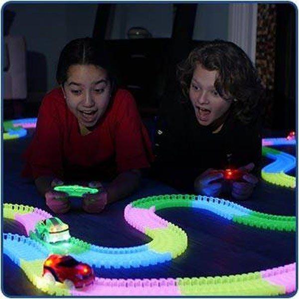 Magic Tracks Turbo RC Mega Race Set Rennbahn Glow LED RC Spielzeug Sonstige 3