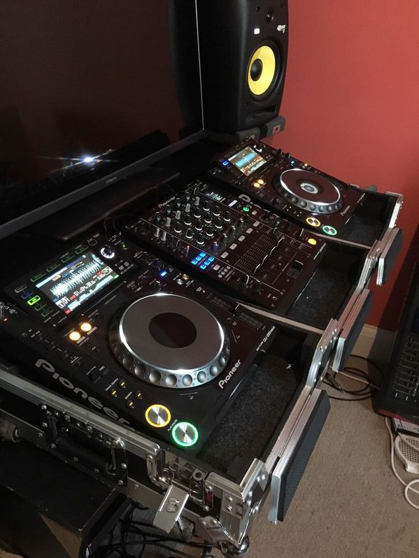 Pioneer CDJ 2000 Nexus and DJM 900 Nexus Musik 2