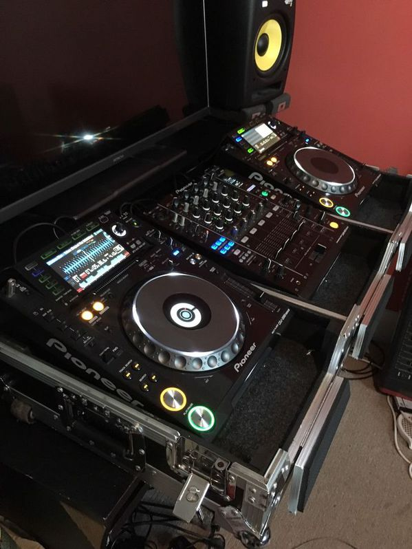 Pioneer CDJ 2000 Nexus and DJM 900 Nexus Musik 3