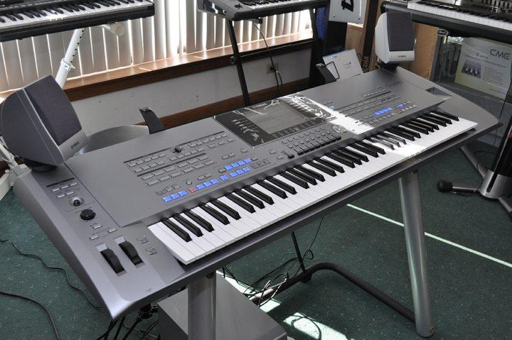 Yamaha PSR SX900, Korg Pa4X 76, Roland JUNO +1 825 994-3253  Antiquitaeten