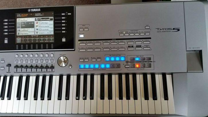 Yamaha PSR SX900, Korg Pa4X 76, Roland JUNO +1 825 994-3253  Antiquitaeten 2