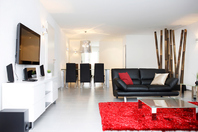 Neuwertige Möblierte 3.5 Zimmer Wohnung mit weitsicht zu vermieten, kann auch als WG benützt werden. 8046 Zürich Kanton:zh