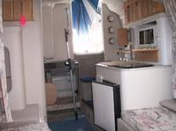 Vendesi crownline 250 anno 1996 lunga 8.10 larga 2.10 con letto matrimoniale e bagno è prendisole con 2 teloni di copertura la. Barca a 500 ore di navigazione a una cucina con forno e frigo a un motore volvo penta dueprop 390 cv